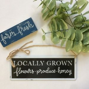 Other - Distressed Metal Farmhouse Style Sign